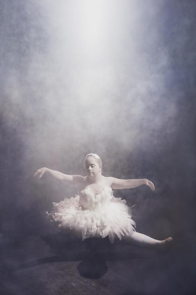 Prima Ballerinan, från Ikoner - en utställning om att få finnas, ett samarbete mellan Fotografiska och Glada Hudik-teatern. Foto: Emma Svensson.