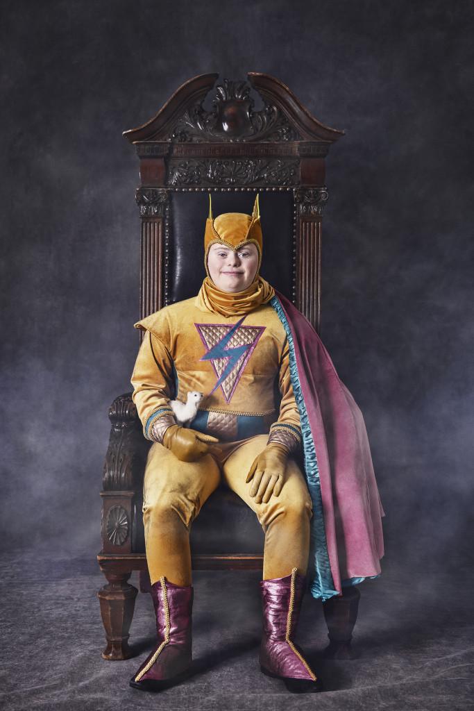 Superhjälten, från Ikoner - en utställning om att få finnas, ett samarbete mellan Fotografiska och Glada Hudik-teatern. Foto: Emma Svensson.