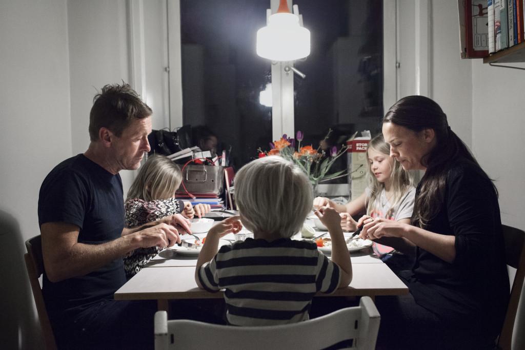 foto : joneng : 20160315 stockholm. ulf och sofia som varit ett par i 20 Œr. pga den stora  Œlderskillnaden mellan dem tvingades de smyga med sig kŠrlek fšrsta  Œren. till serie om Šktenskapet.  foto: jonas eng