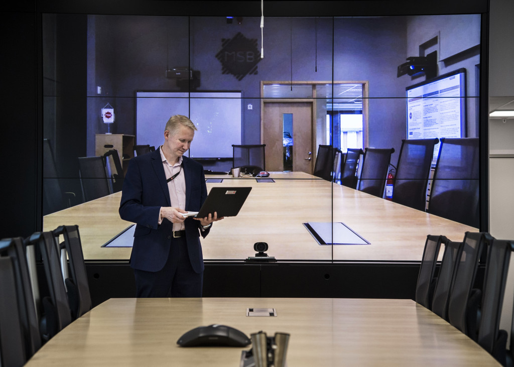 Mikael Tofvesson i lägesrummet på msb.