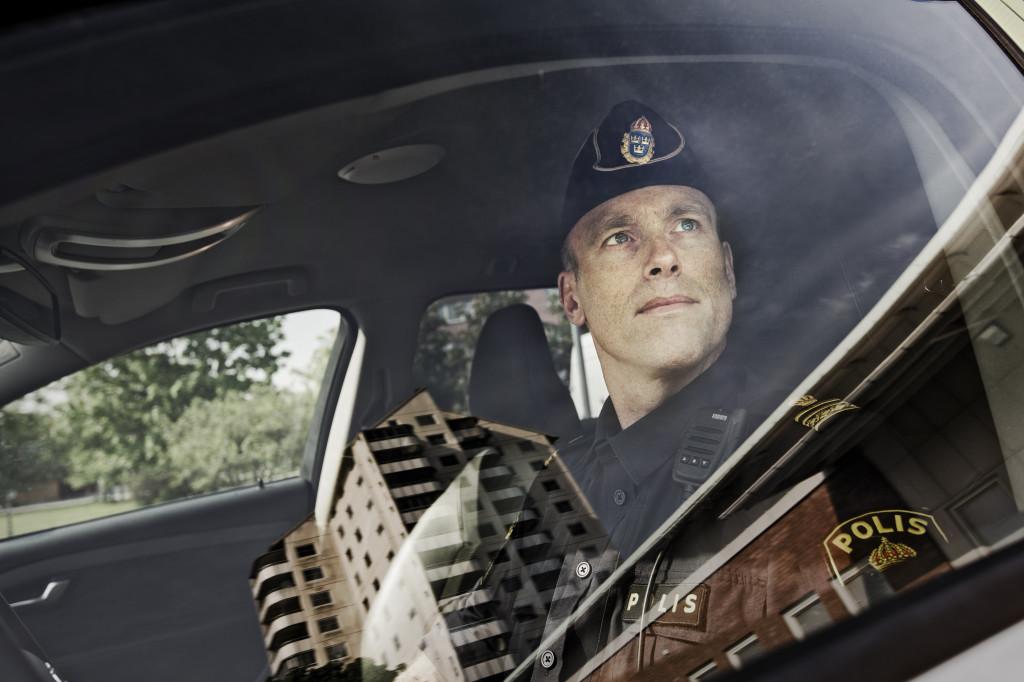fredrik malm, polis i vivalla - šrebro - som bland annat arbetet mot terrorresor till  syrien.