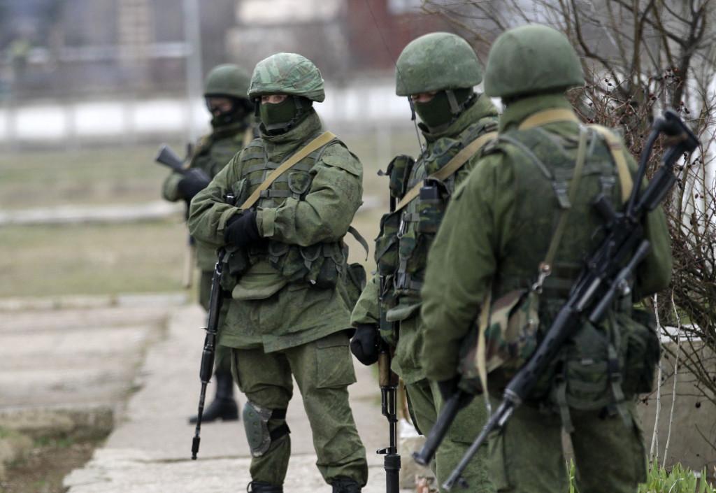 Ryska trupper utan identifieringstecken tog på kort tid över den ukrainska halvön Krim i mars 2014. Foto: AP/TT