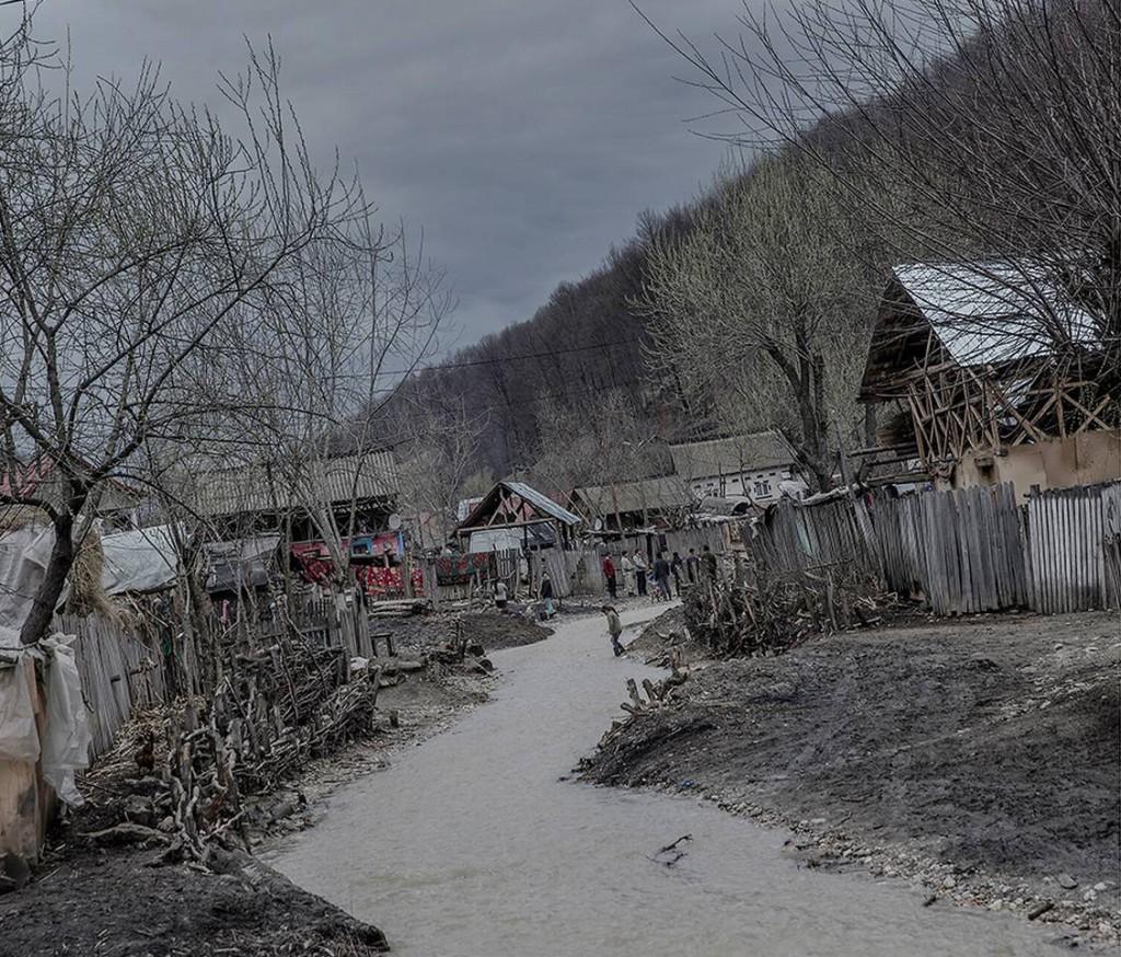 Levnadsförhållandena i byarna är mycket svåra. Foto: Magnus Wennman