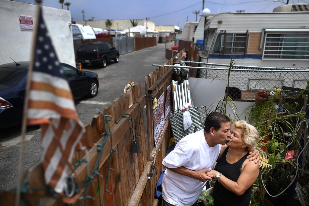 Joe och Sonia Castillo på sin lilla uteplats. FOTO: Urban Andersson