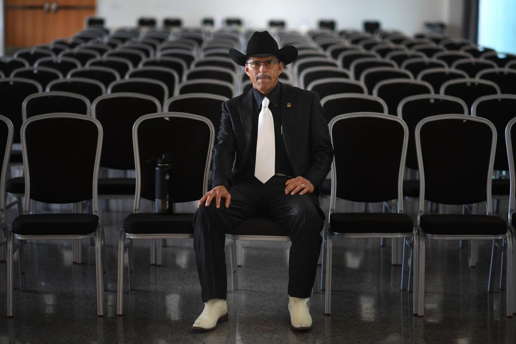 Adolfo Hinojosa, 50, byggnadsarbetare och medlem i facket. Han tjänar bra, uppåt 65 000 dollar förra året, och har rätt till pension efter 25 år i yrket. Facket ordnar vidareutbildning för medlemmarna och har en arbetslöshetsförsäkring som ger 450 dollar i veckan. Adolfo har rätt till en veckas semester som han ibland tar ut, ibland inte. FOTO: Urban Andersson