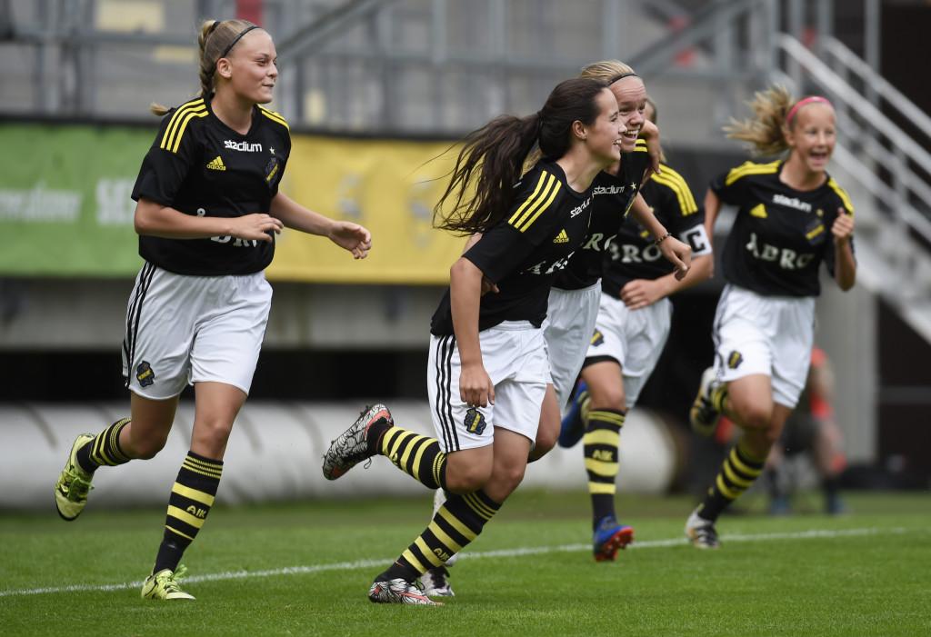 Revanschjubel. Finalförlust på straffar i fjol. Nu tog AIK tillbaka titeln. Foto: Tommy Holl