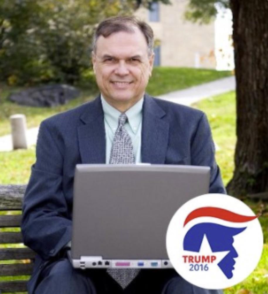 Steven Smith, med dator