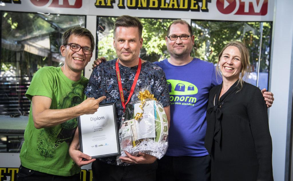 """Dan Ferna och Aftonbladet fick fint pris för """"Almedalens grönaste käk 2017. Mattias Goldmann, Dan Ferna, Per-Anders Jande och Camilla Björkbom"""