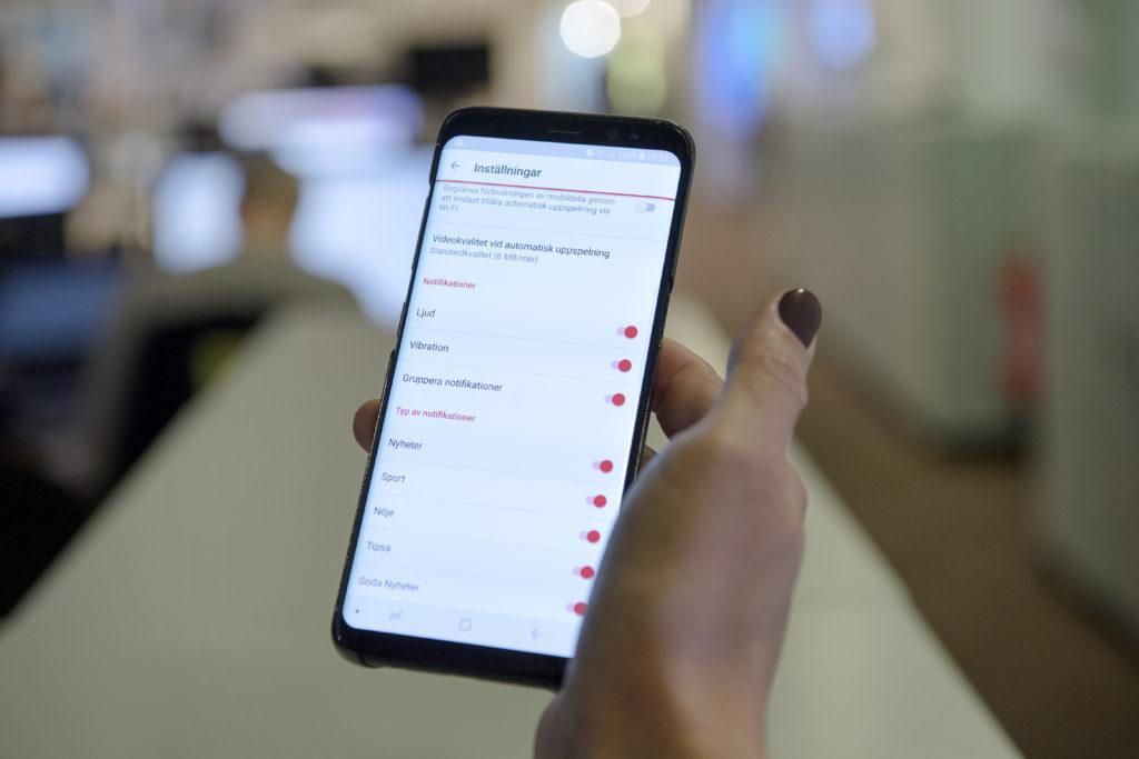 foto : jeriva : vi ska berŠtta om vŒra nya mobilappar. jag tŠnker mig att det blir matilda wiman, produktŠgare fšr apparna, som vŒr illustrera texten och visa de nya funktionerna.