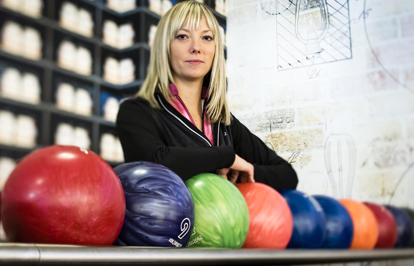 ett nytt case i vår serie om idrottskvinnor och mens. bowlaren nina flack  som  får knivhuggsmärtor i magen pga endometrios..