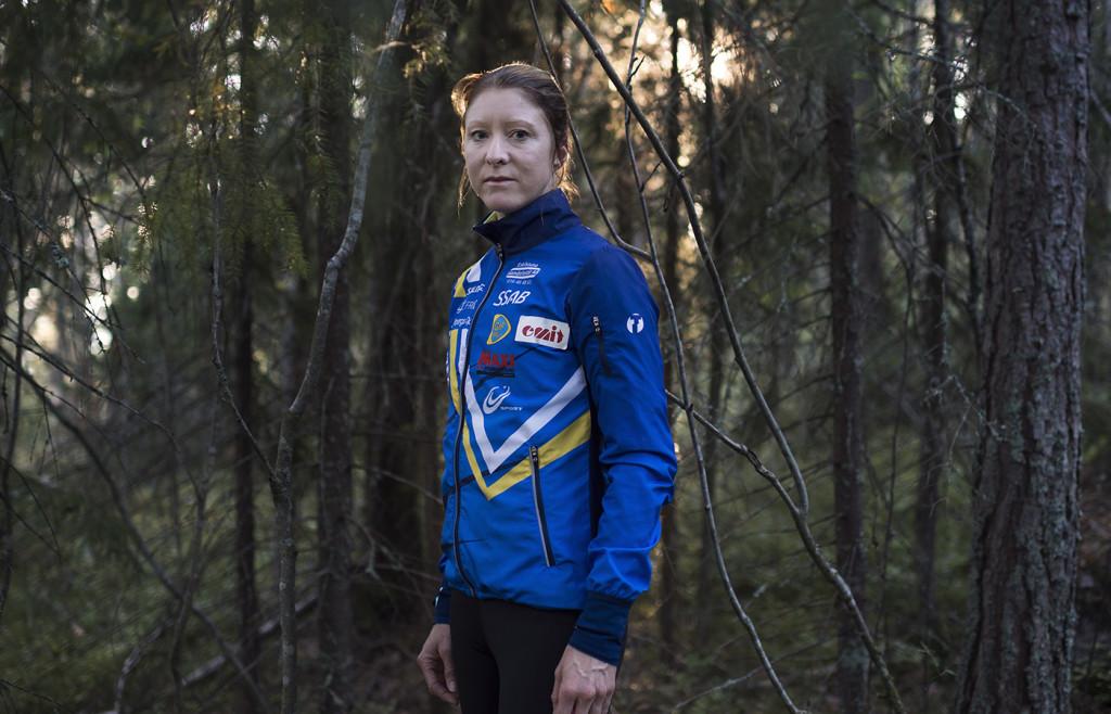 #mensendå. menstruationens påverkan på dagsformen för idrottare.  foto : anna tärnhuvud : maria rydqvist, skidåkerska. till mensprojektet för sporten med petra thoren. bildgrupp mensprojekt.