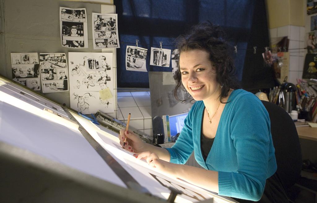 liv strömquist, tecknare sverige serietecknare, i sin atelje i malmö. Ω