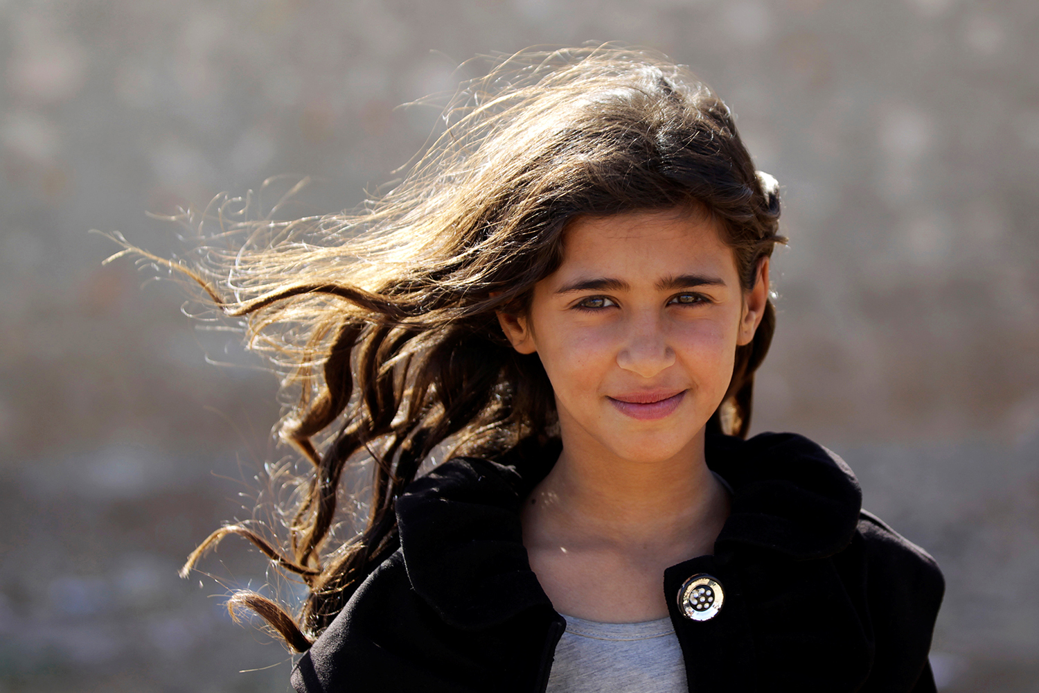 ALEPPO 2016-09-28 Doaa, 10, who fled with her parents from Islamic State-controlled areas, poses while she waits at a checkpoint controlled by rebel fighters in the northern Syrian rebel-held town of al-Rai, in Aleppo Governorate, Syria, September 28, 2016. REUTERS/Khalil Ashawi Photo: / REUTERS / TT / kod 72000