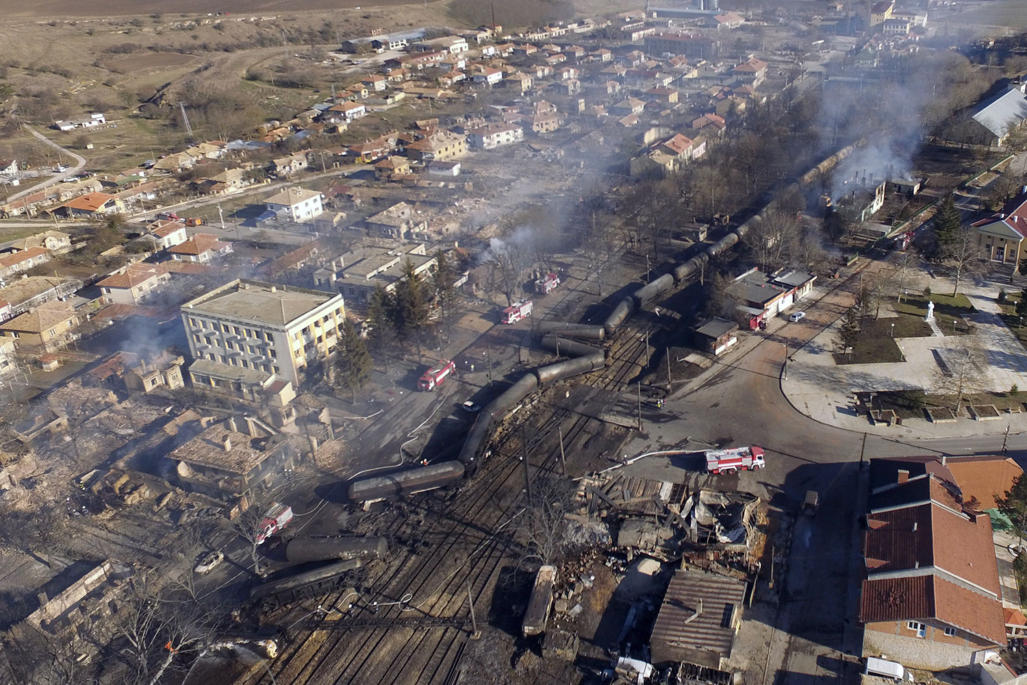 TOPSHOT - An aerial view shows the wreckage of a train transporting gas after it derailed and exploded in the northeastern Bulgarian village of Hitrino on December 10, 2016. At least five people died and 27 were injured in the blast, emergency services said. Around 20 homes were smashed and many of the residents of the village of some 800 people were evacuated. / AFP PHOTO / Boris KOLEV / TT / kod 444
