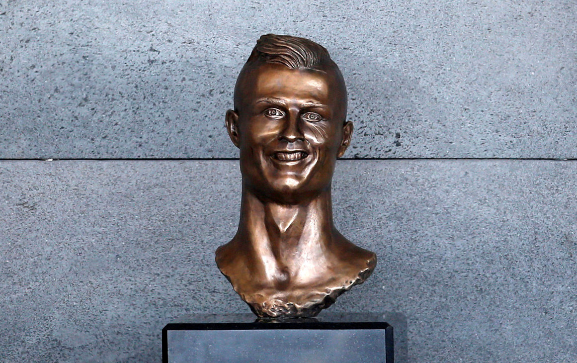 FUNCHAL 2017-03-30 A bust of Cristiano Ronaldo is seen before the ceremony to rename Funchal Airport as Cristiano Ronaldo Airport in Funchal, Portugal March 29, 2017. REUTERS/Rafael Marchante TPX IMAGES OF THE DAY Photo: / REUTERS / TT / kod 72000