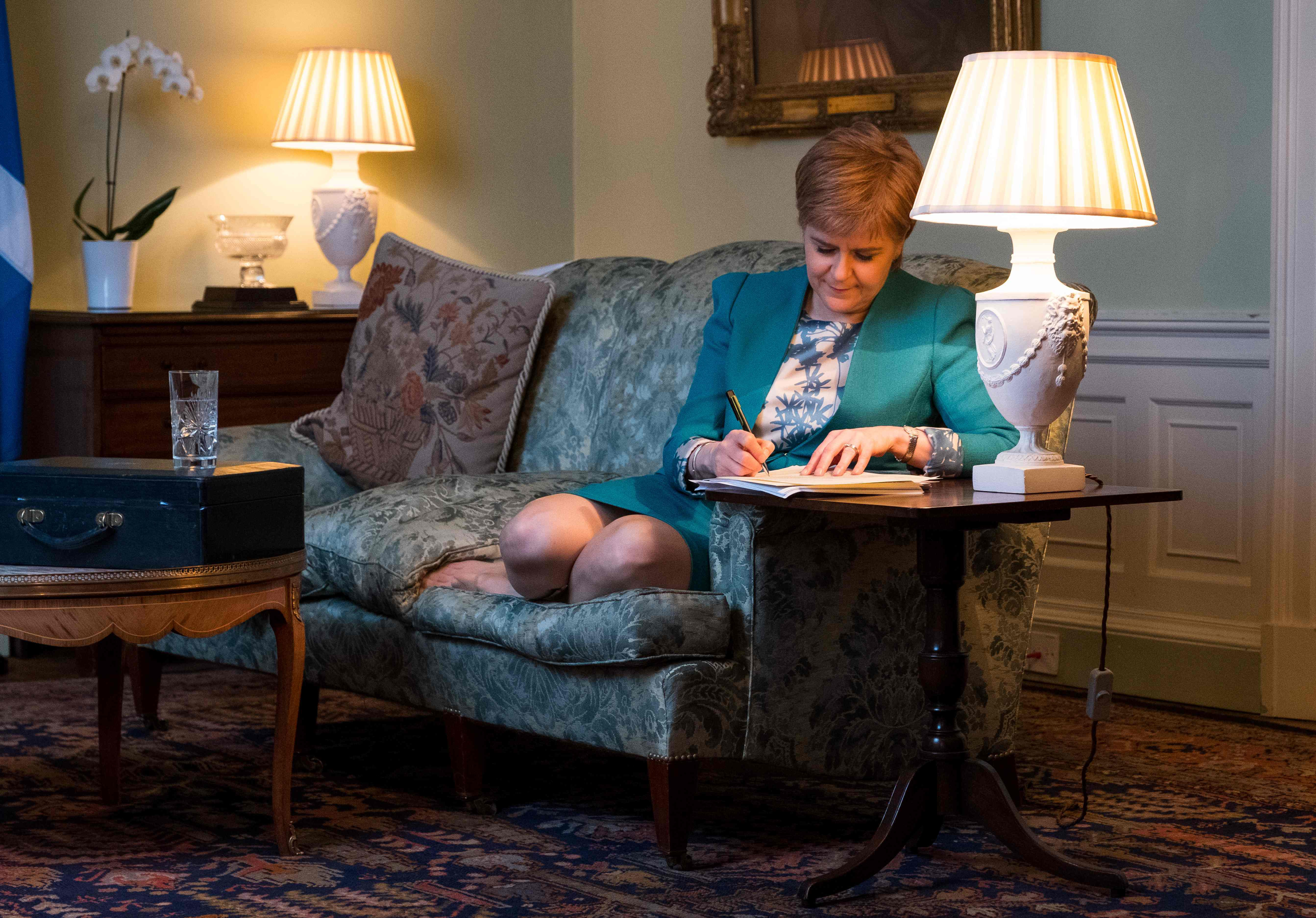 "TOPSHOT - A handout picture released by The Scottish Government on March 30, 2017 shows Scotland's First Minister Nicola Sturgeon working on her Section 30 letter to the British Prime Minister Theresa May requesting a second Scottish independence referendum at Bute House, in Edinburgh on March 30, 2017. / AFP PHOTO / The Scottish Government / Stuart Nicol / RESTRICTED TO EDITORIAL USE - MANDATORY CREDIT ""AFP PHOTO / THE SCOTTISH GOVERNMENT / STUART NICOL"" - NO MARKETING NO ADVERTISING CAMPAIGNS - DISTRIBUTED AS A SERVICE TO CLIENTS / TT / kod 444"