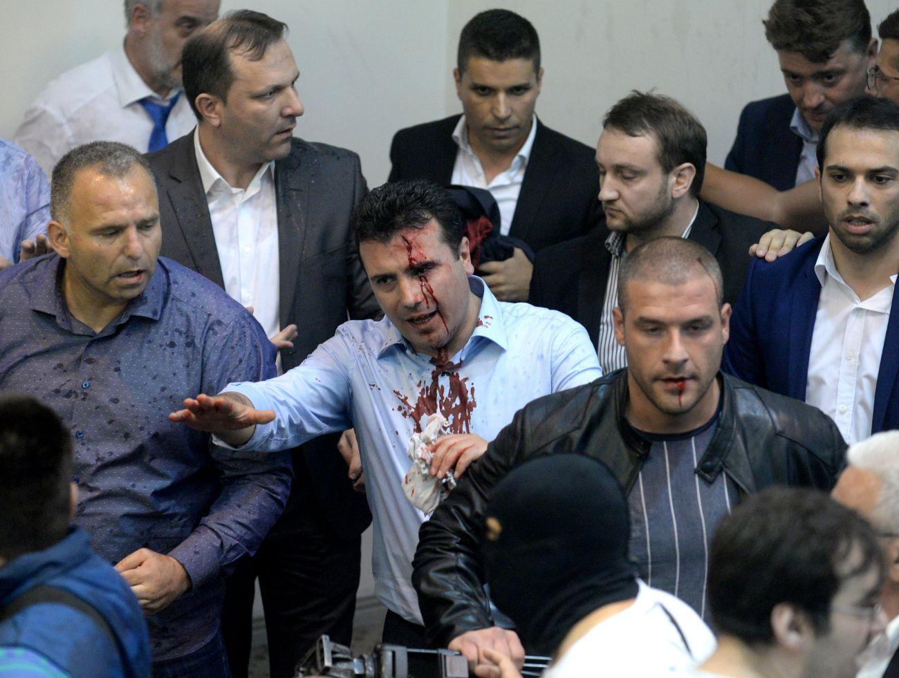 Zoran Zajevs parti har bildat majoritet tillsammans med albaner. Men alliansen möter dagligen protester från makedonska nationalister, enligt Reuters. Albaner utgör en tredjedel av landets befolkning. AFP PHOTO / Robert ATANASOVSKI / TT