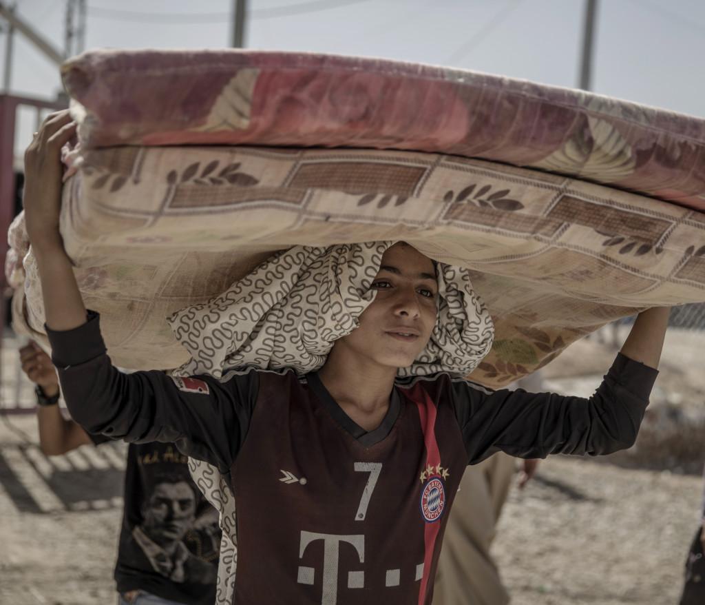 foto : magnus wennman : irak. debaga flyktinglŠger ligger utanfšr mosul och erbil i norra irak. hit kommer mest internflyktingar som flyr kriget och is terror. lŠgret Šr redan šverfullt och snart vŠntar mŒnga fler flyktingar nŠr den irakiska armen tillsammans mer kurdiska persmerga vŠntas slŒ till mot det starka is-fŠstet mosul.