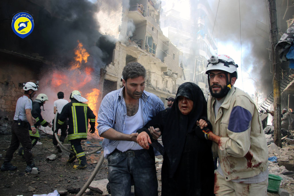 ap foto : uncredited : in this photo taken on june 8, 2016 provided by the syrian civil defense directorate in liberated province of aleppo, which has been authenticated based on its contents and other ap reporting, shows syrian civil defense workers, right, helps an injured woman after warplanes attacked a street, in aleppo, syria. after four years of grinding battles, aleppoçŠôs divided residents face a common fear as the prospect of a total siege looms. syriaçŠôs largest city used to be its economic locomotive, now it is has become an emblem of its stalemated civil war. (civil defense directorate in liberated province of aleppo via ap) this photo taken on june 8, 2016 was provided by civil defense directorate in liberated province of aleppo, a syrian anti-government activist group. ap provides access to this publicly distributed handout photo to be used for editorial purposes onl mideast syria aleppo fear of sieg automatarkiverad