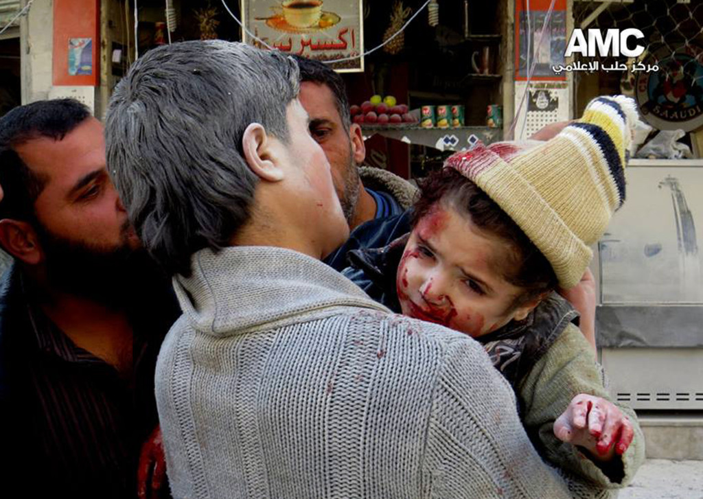 ap foto : hoep : this photo provided by the anti-government activist group aleppo media center (amc), which has been authenticated based on its contents and other ap reporting, shows a syrian man carrying a wounded child following a syrian government airstrike in aleppo, syria, monday, feb. 3, 2014. syrian government helicopters and warplanes unleashed a wave of airstrikes on more than a dozen opposition-held neighborhoods in the northern city of aleppo on sunday, firing missiles and dropping crude barrel bombs in a ferocious attack that killed at least 36 people, including children, activists said. (ap photo/aleppo media center, amc) / tt / kod 436 this photo provided by aleppo media center amc, an anti-government activist group. ap provides access to this publicly distributed handout photo to be used for editorial purposes onl mideast syri automatarkiverad