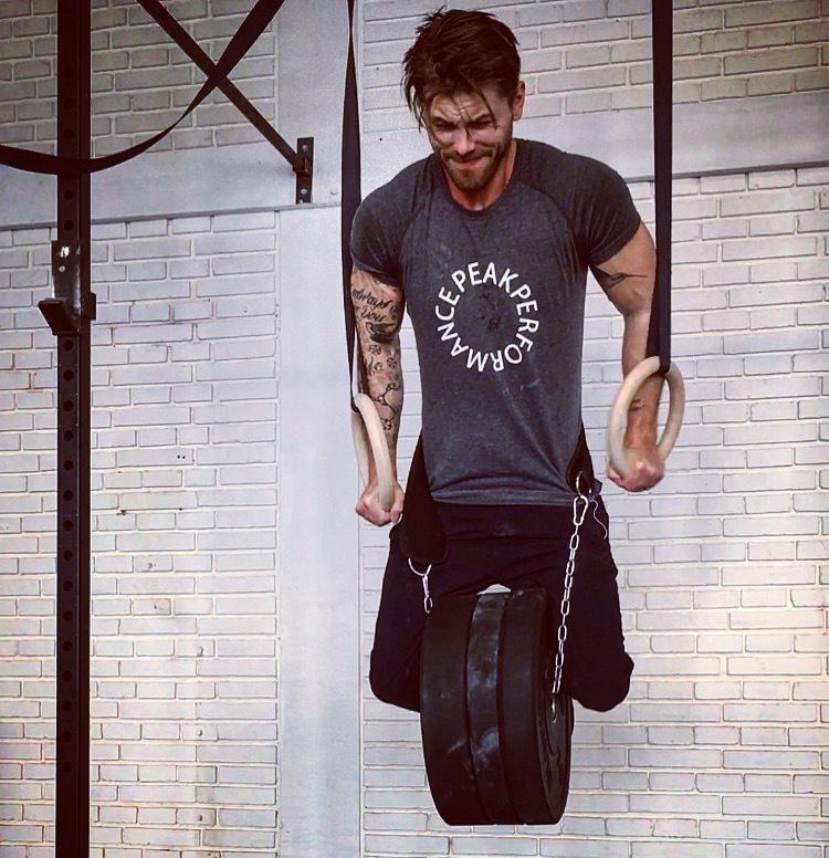 Uthållighetsbaserad träning stärker dina senor och minskar skaderisken vid tungt utförda övningar.