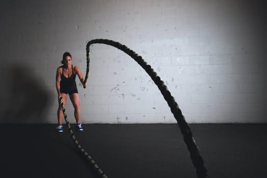 Den variationsrikedom som kommer genom att träna CrossFit kommer boosta såväl dina fysiska resultat som motivationsnivåer.