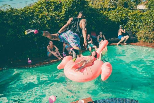 Komplettera dina sommaräventyr med dessa snabba och enkla träningspass.