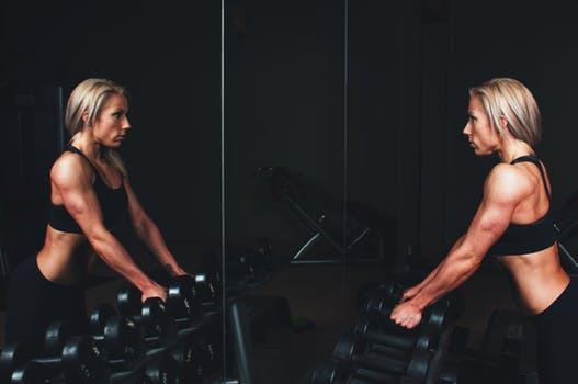 Undvik stressade vilopauser och onödiga dumförklaringar. Vilan mellan dina träningsset är en avgörande parameter för dina kommande träningsresultat.