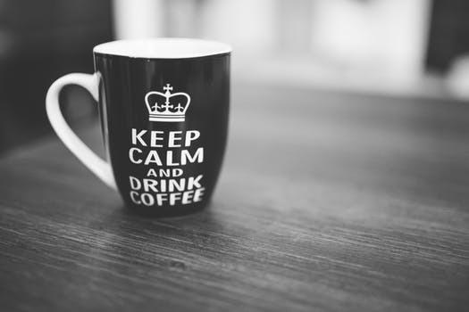 """Hälsodryck, pre-workoutprodukt, drog eller lyx? Få drycker väcker lika starka känslor inom oss som """"det svarta guldet""""."""