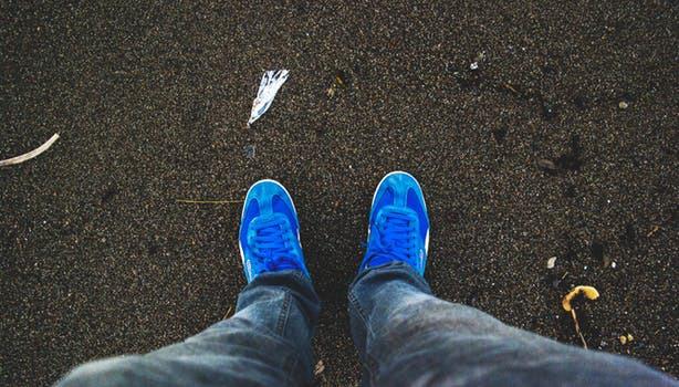 Avskyr du årstidens knökfulla träningsanläggningar? Promenera mera. Varje steg räknas!
