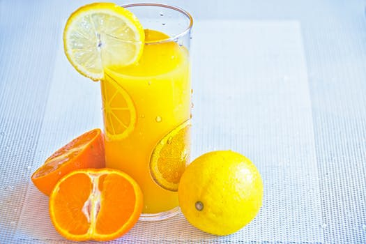 Färskpressad apelsinjuice - flytande vitamininjektion eller massiv kalorifälla?