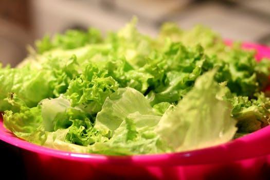 """Se till att din """"sallad"""" verkligen innehåller sallad - inte mängder av dolda kalorifällor."""