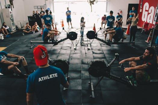 Forskningsvärlden konstaterar att träning i grupp eller vänner boostar våra insatser till helt nya nivåer.