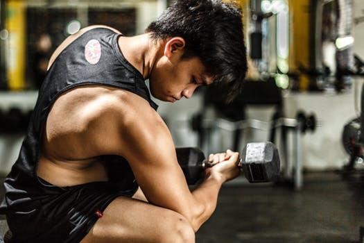 """Oavsett om du önskar bygga en funktionell helhetsfysik eller har ont om gymtid utgör """"smarta"""" och effektiva övningar en nödvändig grundbult."""