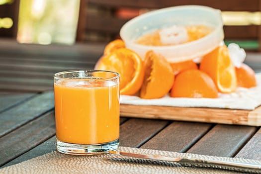 Maximera ditt c-vitaminintag med färskpressad och välsmakande apelsinjuice. Svårare än så behöver det faktiskt inte vara.