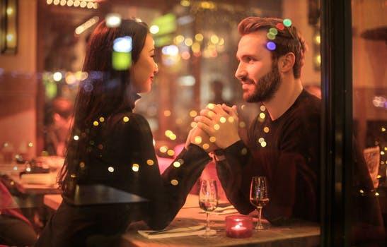Sitt inte bara där och damma på daten. Hitta någonting som både sammansvetsar och aktiverar er!