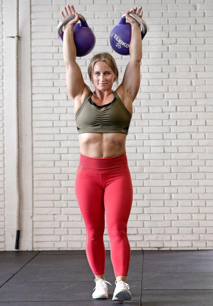 Sugen på en stark och funktionell bål? Då är strongman walk övningen för dig.