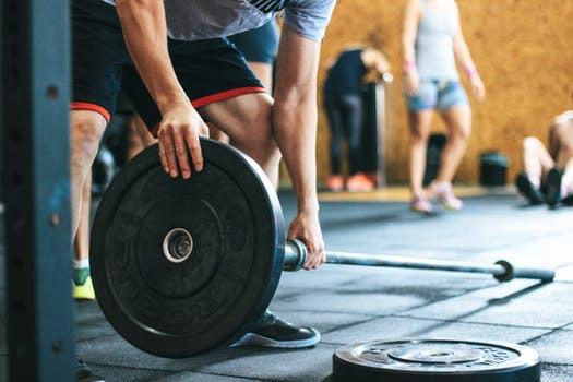 Träning skall vara endorfinkickande stunder som skapar välmående och inspiration, inte en konstant motvind mot påtvingade idealvisioner.