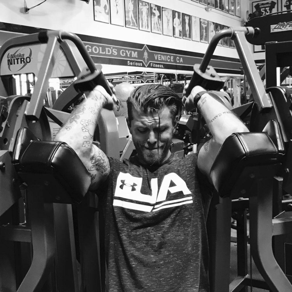 Det gör något med en att träna i samma maskiner som Arnold och mer eller mindre alla andra Mr. Olympia-vinnare. Gåshud!