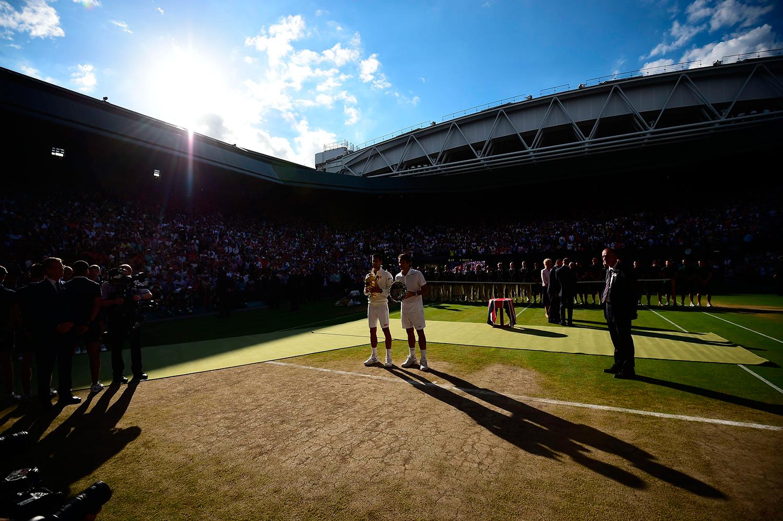Djokovic och Federer efter finalrysaren. FOTO: AP