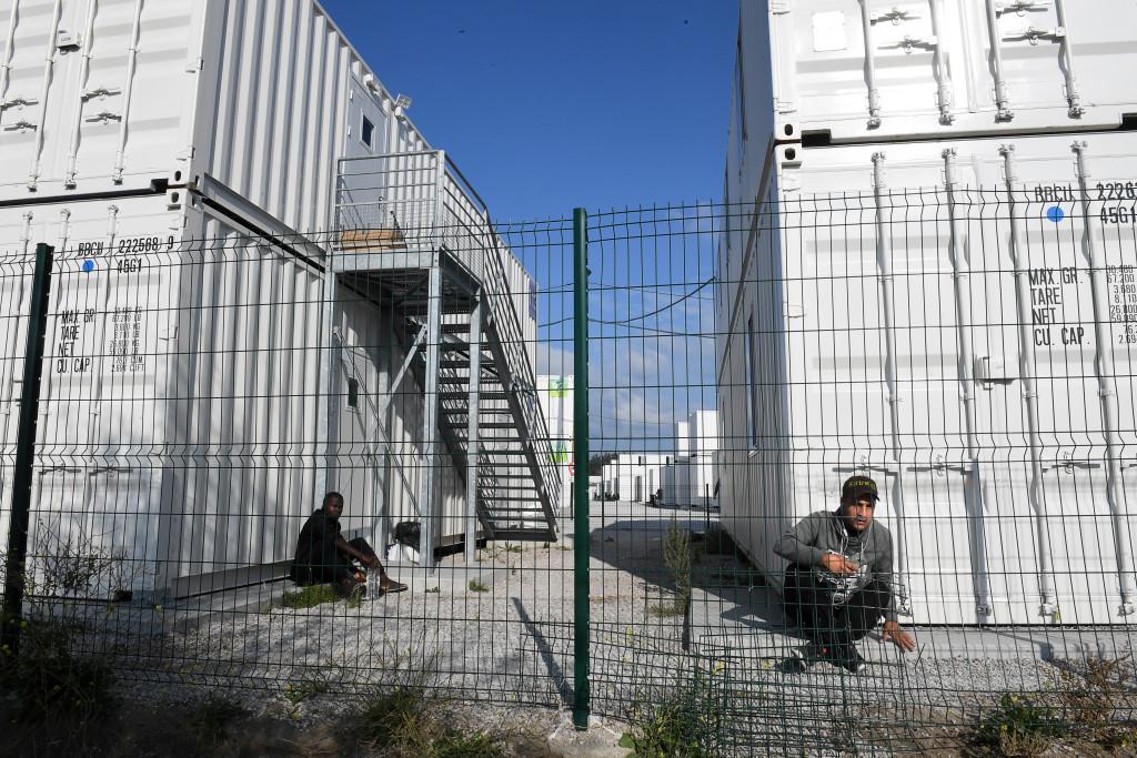 foto : urb : nya murarna i europa djungel och stŠngslen runt fŠrjeomrŒdet i calais foto urban andersson