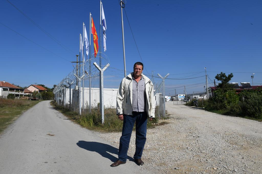 grŠnsen makedonien-serbien. lŠgerchefen goran stojanovski, en storvŠxt och blid karl som Šr anstŠlld av makedoniska rŠddningsverket,  foto urban andersson