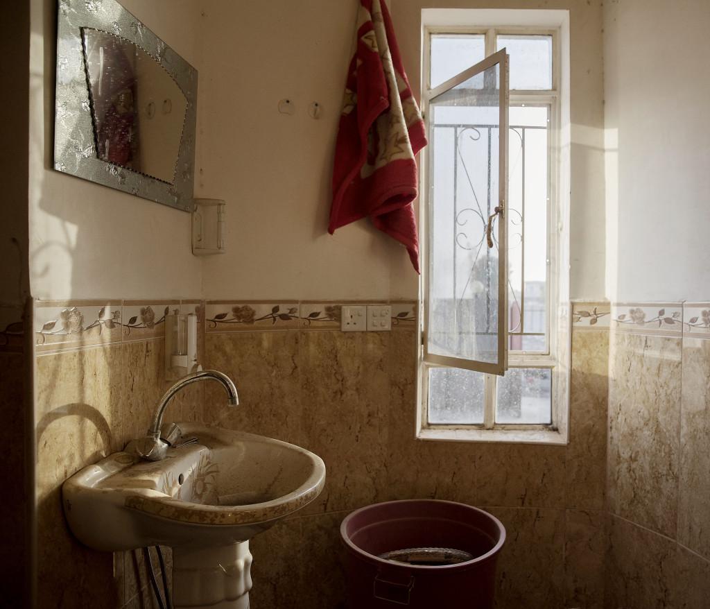 foto : magnus wennman : irak / kurdistan. irakiska och kurdiska trupper har inlett operationen att Œterta iraks nŠst stšrsta stad mosul frŒn is/daesh.  bilderna visar hur is bott och vad de lŠmnat efter sig nŠr de tvingats fly eller blivit dšdade.  badrummet i ett av is hus byn shaquli sšder om mosul