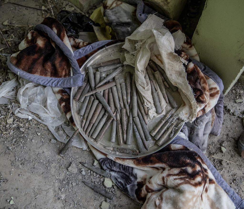 foto : magnus wennman : irak / kurdistan. irakiska och kurdiska trupper har inlett operationen att Œterta iraks nŠst stšrsta stad mosul frŒn is/daesh.  bilderna visar hur is bott och vad de lŠmnat efter sig nŠr de tvingats fly eller blivit dšdade.  ammunition i ett av is hus i en by tidigare kontrollerad av is.