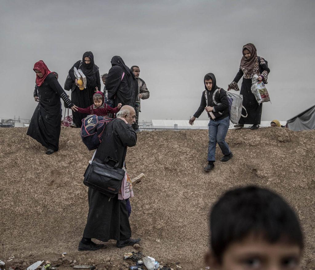 foto : magnus wennman : mosul, irak. flyktinglägret hammam al-alil söder om mosul. hit anländer tusentals människor från de befriade delarna av västra mosul.