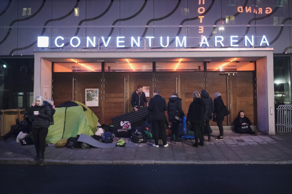 foto : anna tärnhuvud : kent the fans på kents spelning i örebro. till kentbibeln.