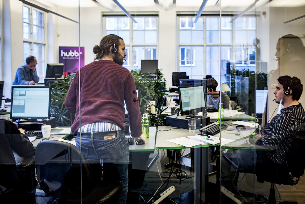 foto : gustav mŒrtensson : 11-2016. stockholm.  ageris call center och hubbr call center i stockholm. till kadhammars reportage om arbetsmarknaden.    foto: gustav mŒrtensson