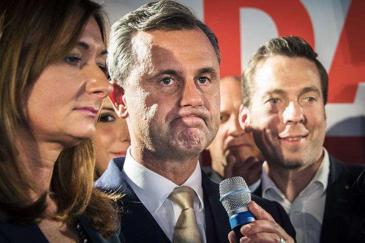 presidentvalet i österrike. valet i österrike. det högerpopulistiska österrikiska frihetspartiets partiledare norbert hofer, politiker österrike fpö, har valvaka, deppar med maka verena hofer. familjen ledsen