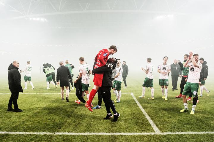 svenska cupen, kvartsfinal. aik - hammarby if, 3 - 5, ögmundur kristinsson, fotbollsspelare island målvakt hif, avgjorde med sin straff. match action derby glad jublar