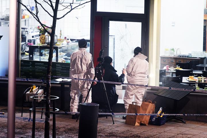 24-årige†faysal aden warsame och hans bror 25-årige sakarie aden warsame sköts till döds på mynta cafÈ & restaurang†på rinkebystråket 10 i rinkeby den 2 december 2016. polisen på mordplatsen
